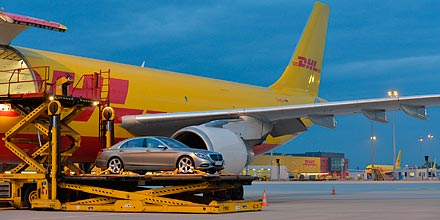 dhl flies new mercedes s class incognito to world premiere itj transport journal. Black Bedroom Furniture Sets. Home Design Ideas